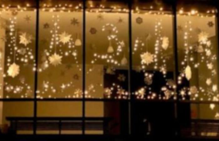 LÖWENROT-Adventsfenster erhellt die Wintertage